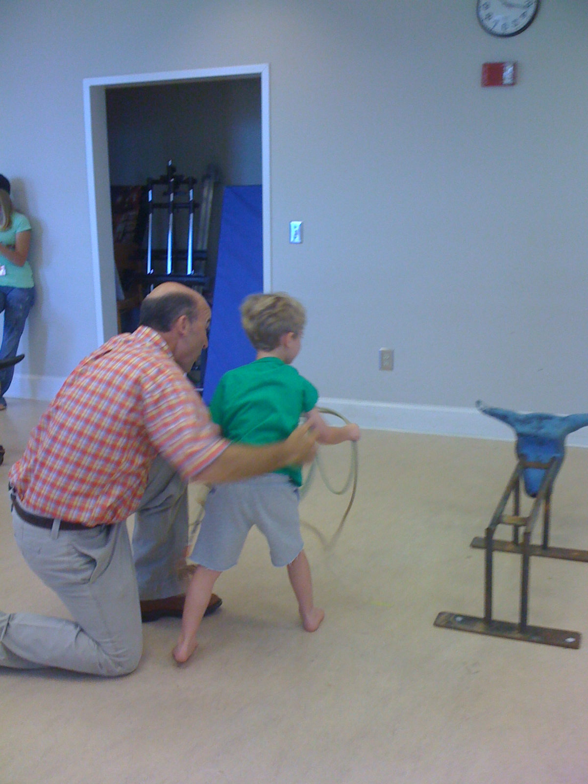Mr. Kin taught Tai how to rope!